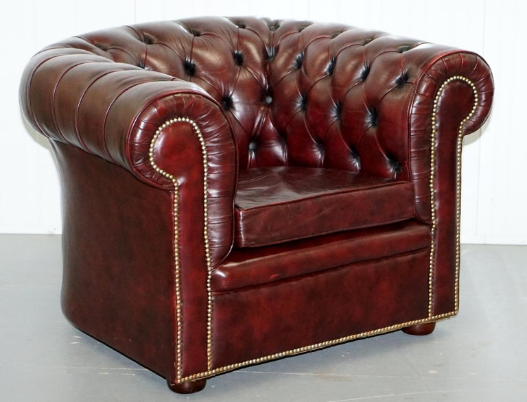 Pair of Vintage Oxblood Leather Hand Made in England Chesterfield Club Armchairs For Sale 6