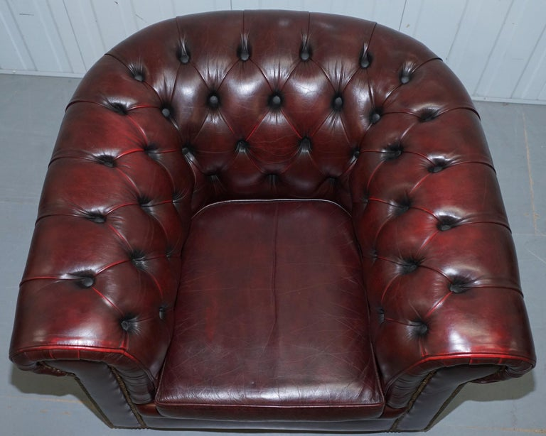 English Pair of Vintage Oxblood Leather Hand Made in England Chesterfield Club Armchairs For Sale