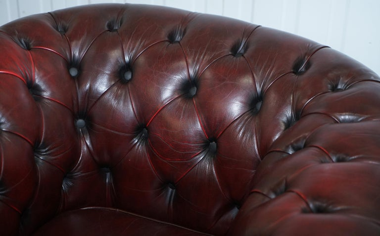 Pair of Vintage Oxblood Leather Hand Made in England Chesterfield Club Armchairs In Good Condition For Sale In London, GB
