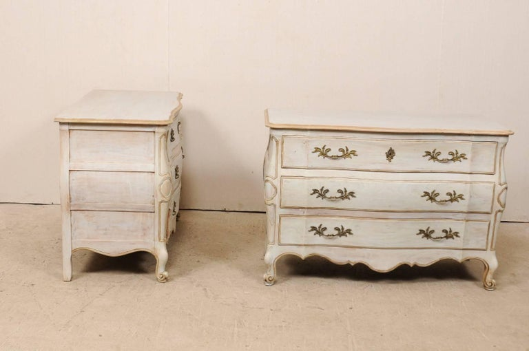 Pair of Mid-20th C. Painted Wood Bombé Style Chest of Drawers w/Scalloped Skirts In Good Condition For Sale In Atlanta, GA