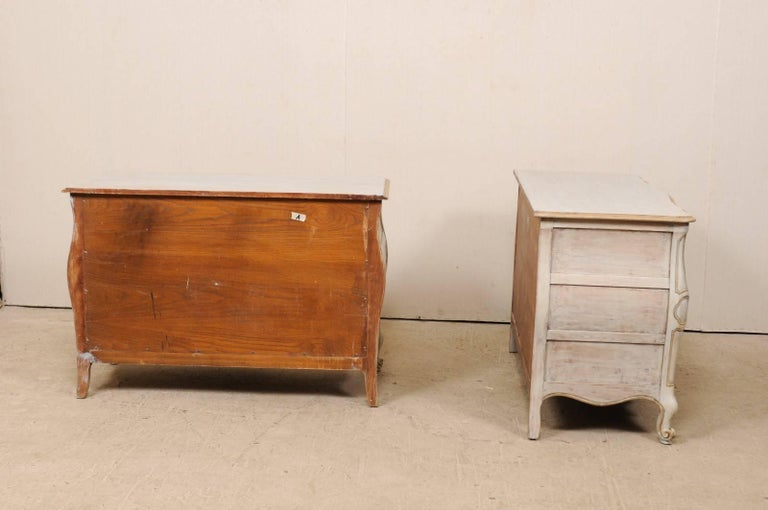 Pair of Mid-20th C. Painted Wood Bombé Style Chest of Drawers w/Scalloped Skirts For Sale 1