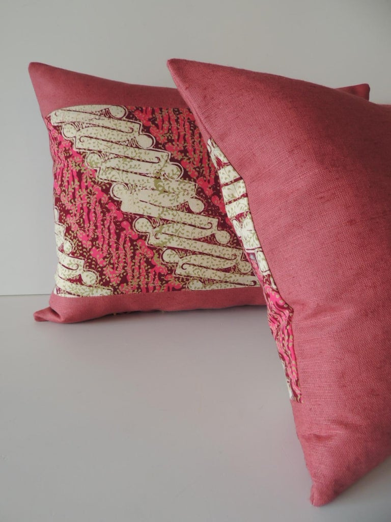 Pair of Vintage Pink and Red Batik Lumbar Decorative Pillows In Good Condition For Sale In Oakland Park, FL