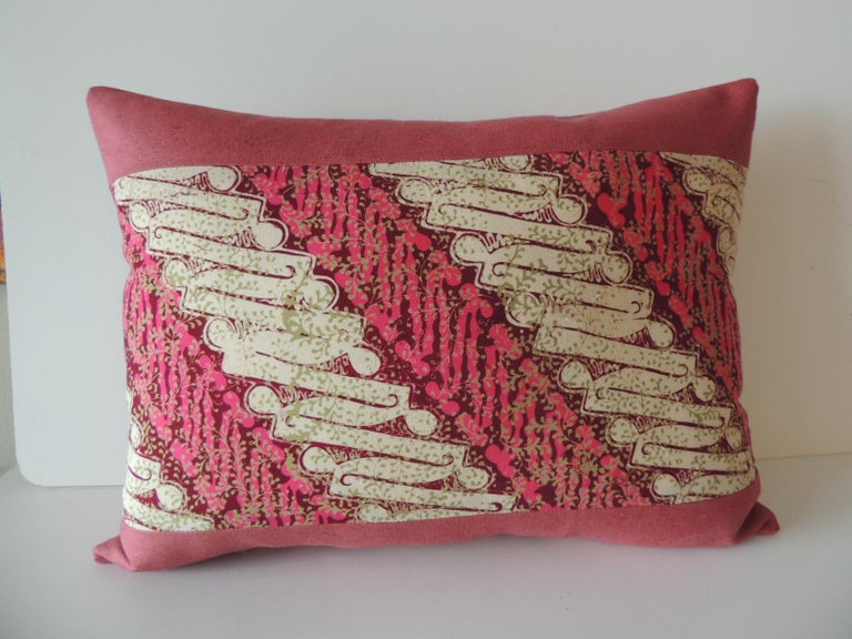 Late 20th Century Pair of Vintage Pink and Red Batik Lumbar Decorative Pillows For Sale