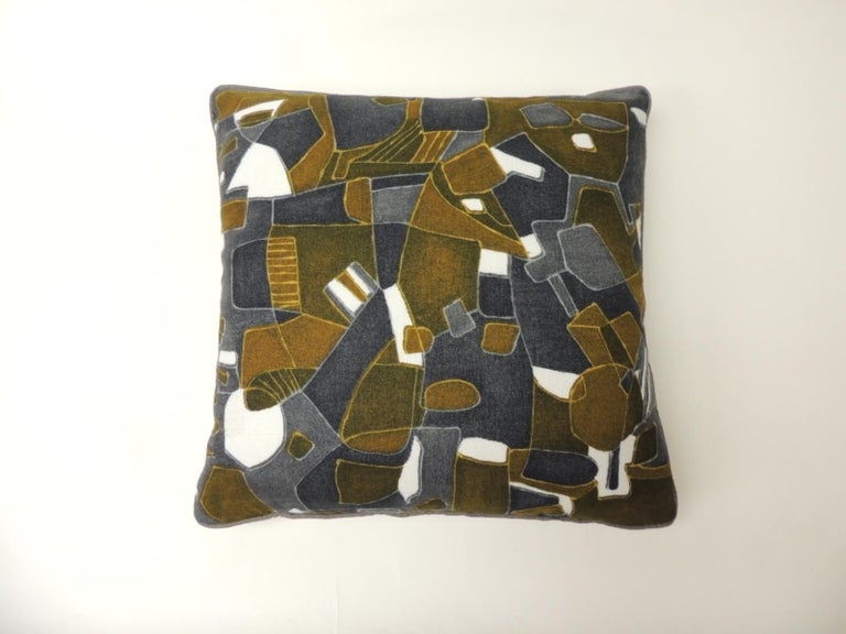 French Pair of Vintage Printed Blue and Grey Square Decorative Pillows For Sale