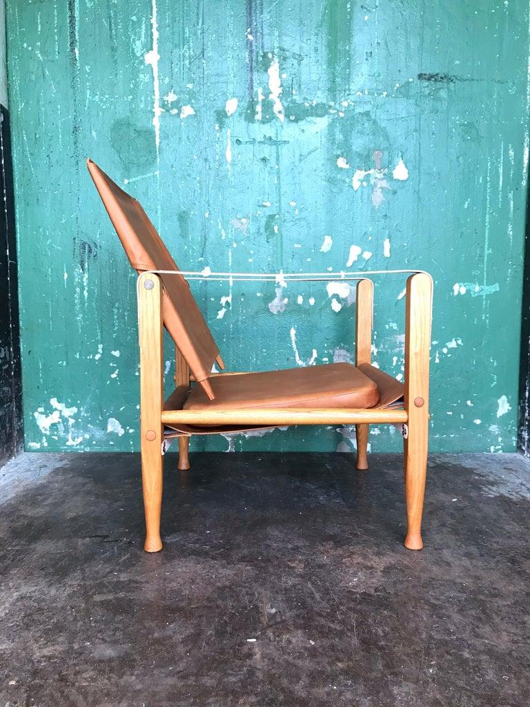 Mid-20th Century Pair of Vintage Refurbished Kaare Klint Safari Lounge Chairs For Sale