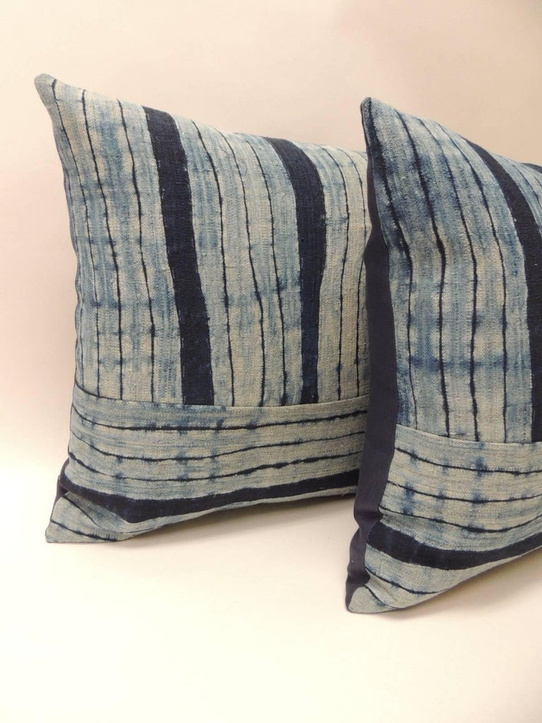 Pair of Vintage Shibori Stripes Blue Asian Decorative Pillows In Good Condition For Sale In Fort Lauderdale, FL