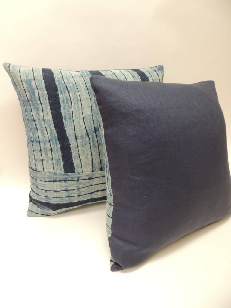 Late 20th Century Pair of Vintage Shibori Stripes Blue Asian Decorative Pillows For Sale