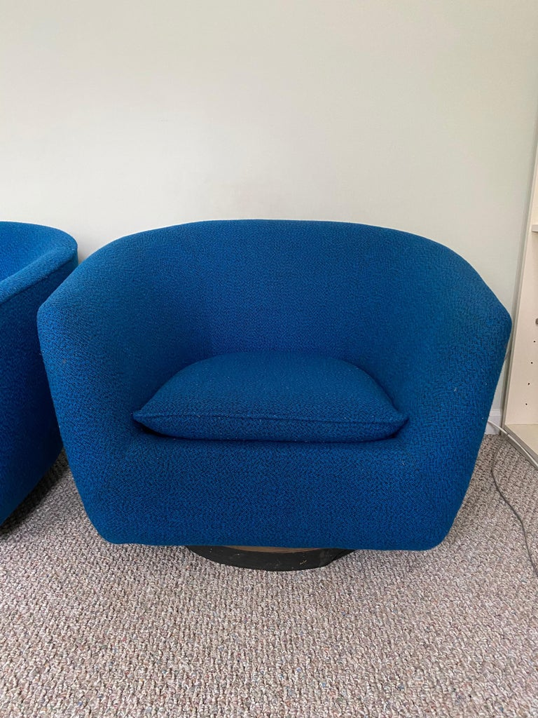 Mid-Century Modern Pair of Vintage Swivel Lounge Chairs For Sale