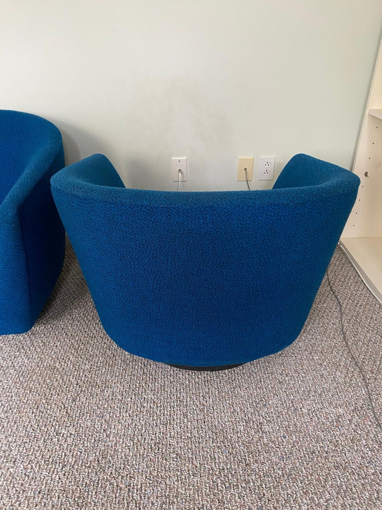 Pair of Vintage Swivel Lounge Chairs In Good Condition For Sale In New York, NY