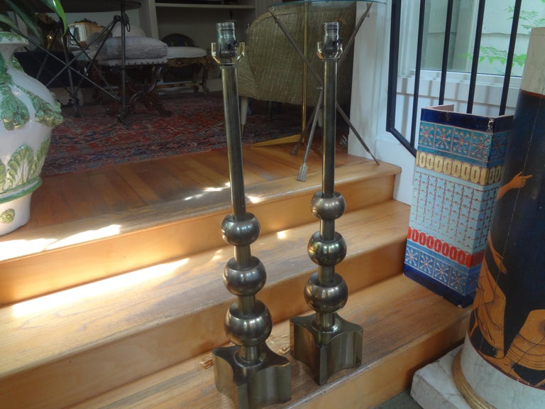 Pair of Vintage Tommi Parzinger for Stiffel Modernist Brass Lamps In Good Condition For Sale In Houston, TX