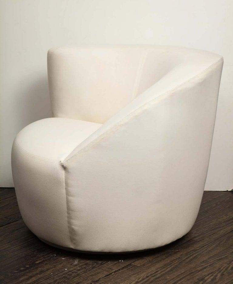 Pair of Vintage Vladimir Kagan Nautilus Swivel Chairs, Travis For Sale 3