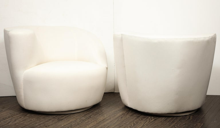 Pair of Vintage Vladimir Kagan Nautilus Swivel Chairs in Muslin In Excellent Condition In New York, NY