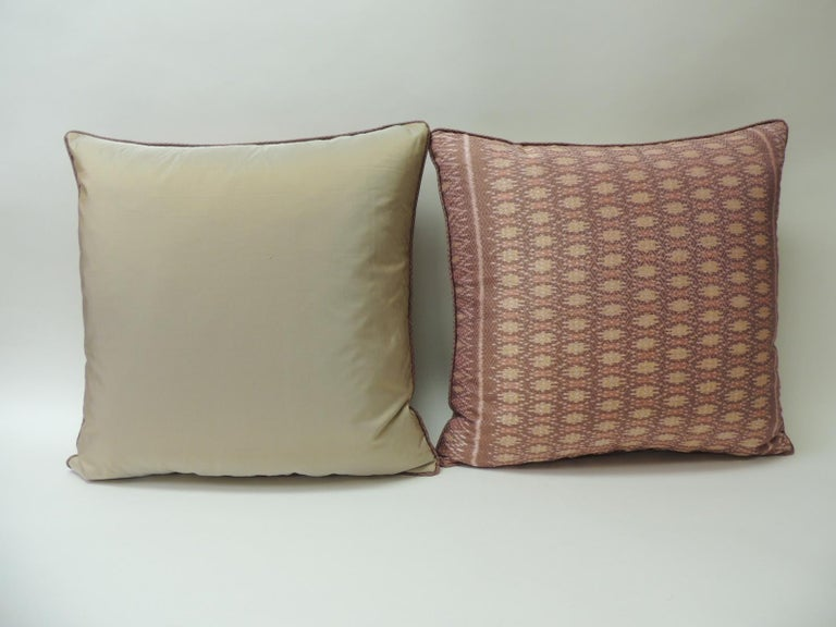 Pair of Vintage Woven Pink Silk Ikat Decorative Square Pillows In Good Condition For Sale In Wilton Manors, FL