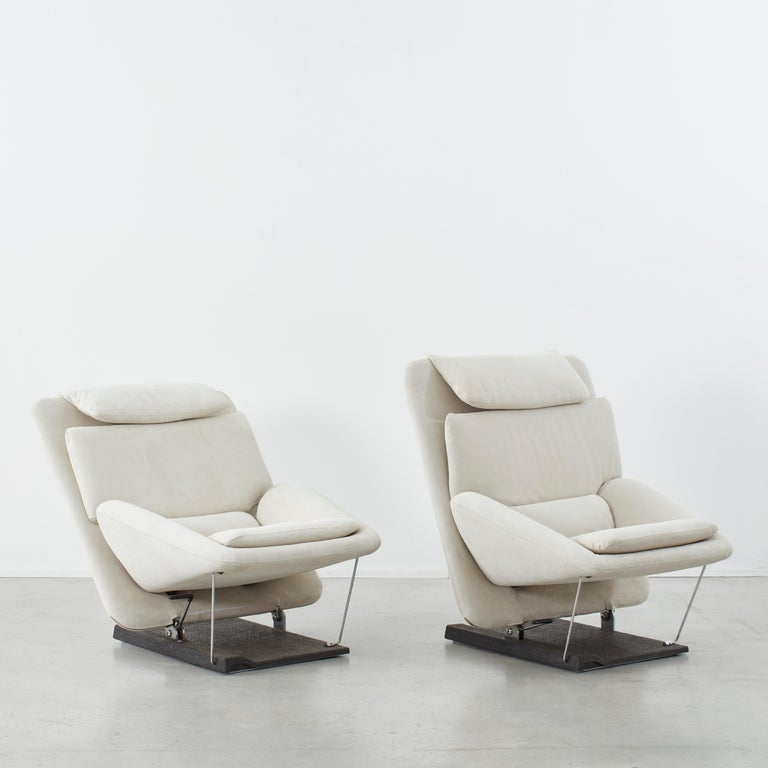 Modern Pair of Vittorio Introini Lounge Chairs for Saporiti, Italy, circa 1970 For Sale