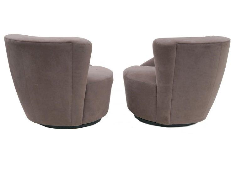 Modern Pair of Vladimir Kagan Nautilus Swivel Lounge Chairs for Directional