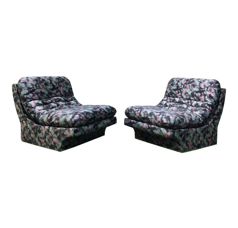 Pair of Sleek Slipper Lounge Chairs Mid-Century Modern In Good Condition For Sale In West Hartford, CT