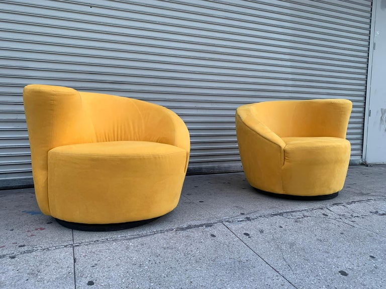 Pair of Vladimir Kagan Swivel Chairs for Directional In Good Condition In Los Angeles, CA