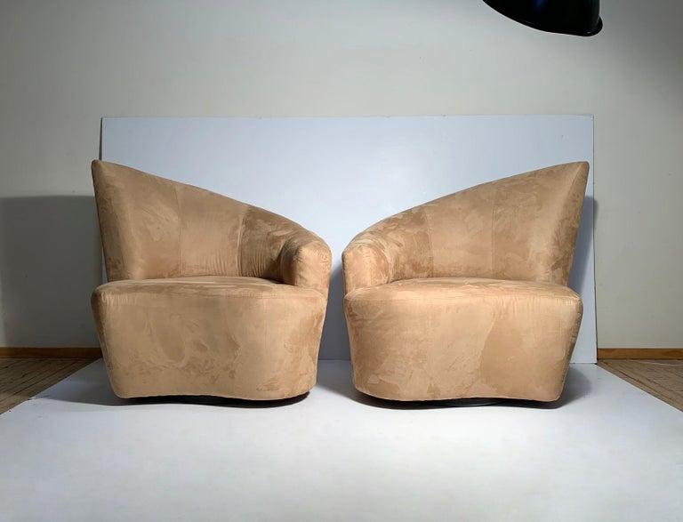 Mid-Century Modern Pair of Vladimir Kagan Weiman Preview Bilbao Swivel Lounge Chairs