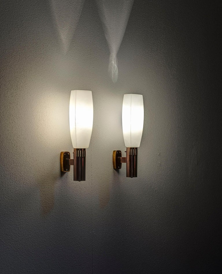 Mid-Century Modern Pair of Wall Lamp by Stilnovo For Sale