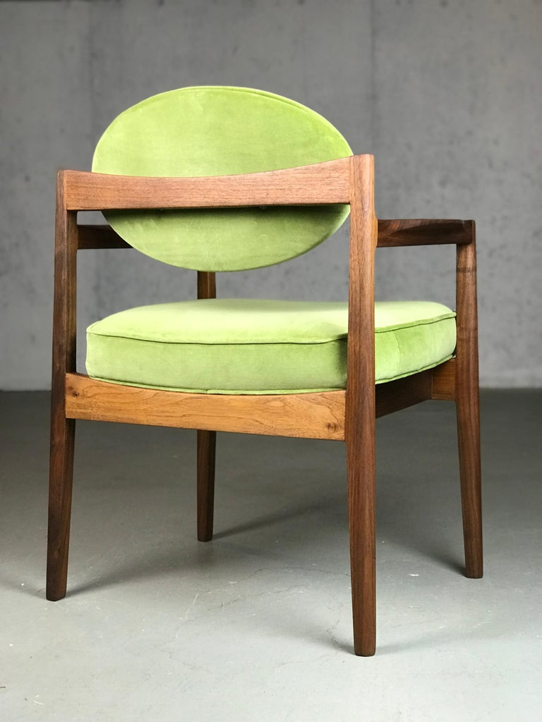 Pair of Walnut Armchairs Designed by Jens Risom, circa 1960s For Sale 4