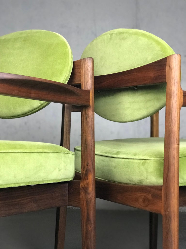 Pair of Walnut Armchairs Designed by Jens Risom, circa 1960s For Sale 5