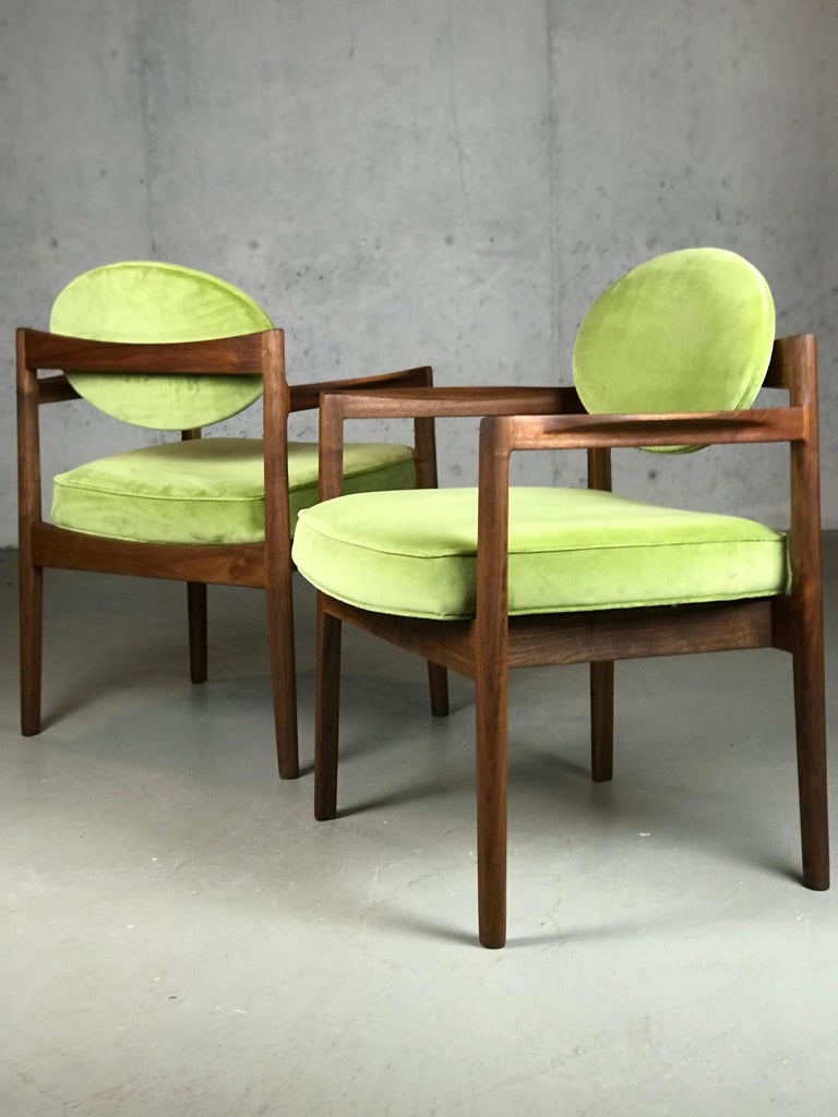 Pair of Walnut Armchairs Designed by Jens Risom, circa 1960s For Sale 6