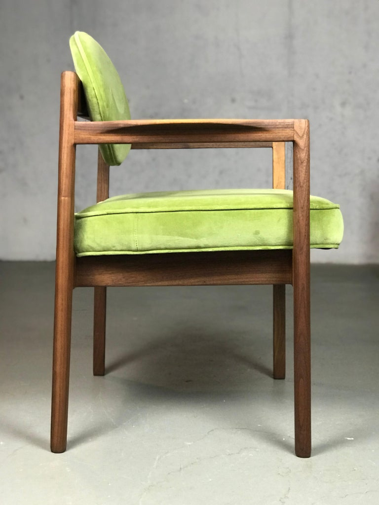 Mid-Century Modern Pair of Walnut Armchairs Designed by Jens Risom, circa 1960s For Sale