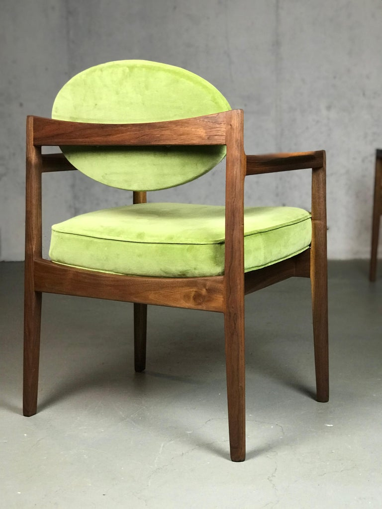 American Pair of Walnut Armchairs Designed by Jens Risom, circa 1960s For Sale