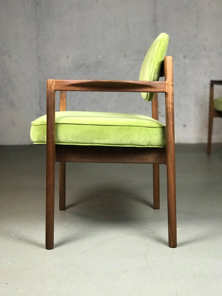 Pair of Walnut Armchairs Designed by Jens Risom, circa 1960s In Good Condition For Sale In St.Petersburg, FL