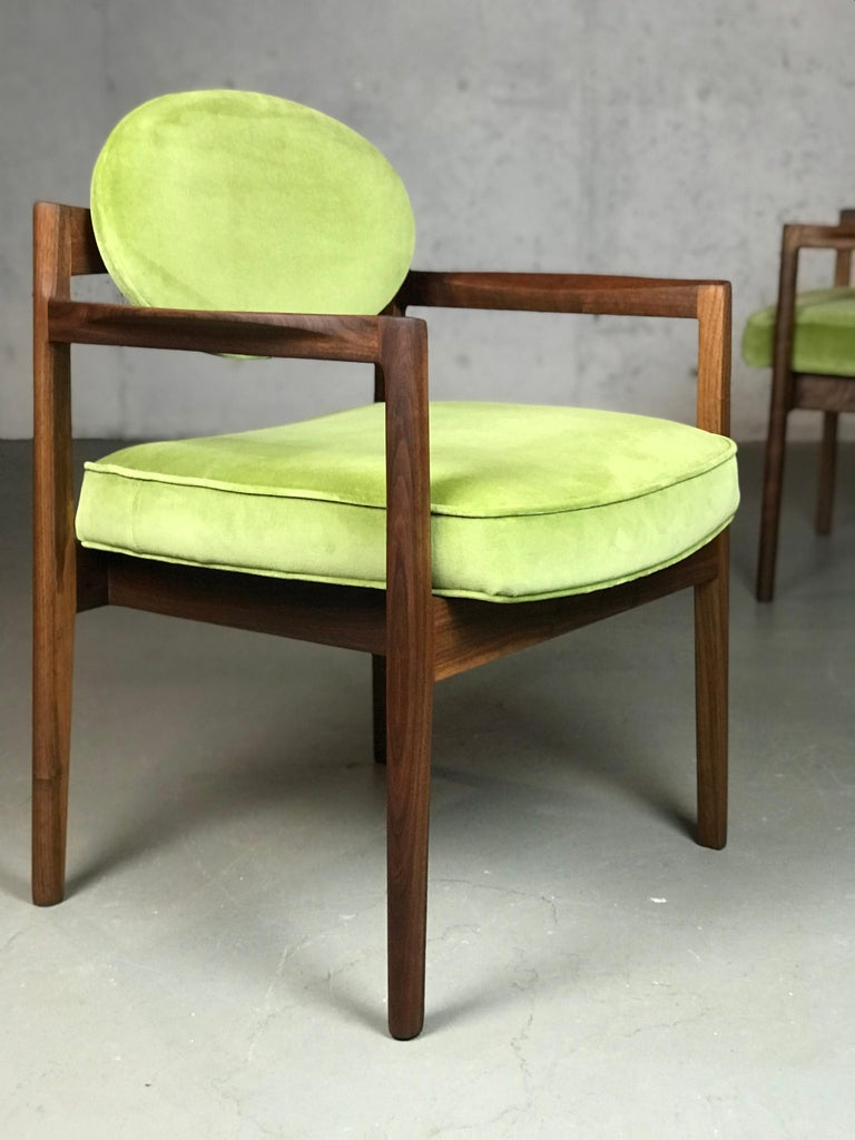 Mid-20th Century Pair of Walnut Armchairs Designed by Jens Risom, circa 1960s For Sale