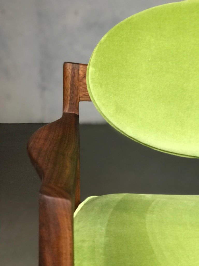Pair of Walnut Armchairs Designed by Jens Risom, circa 1960s For Sale 1