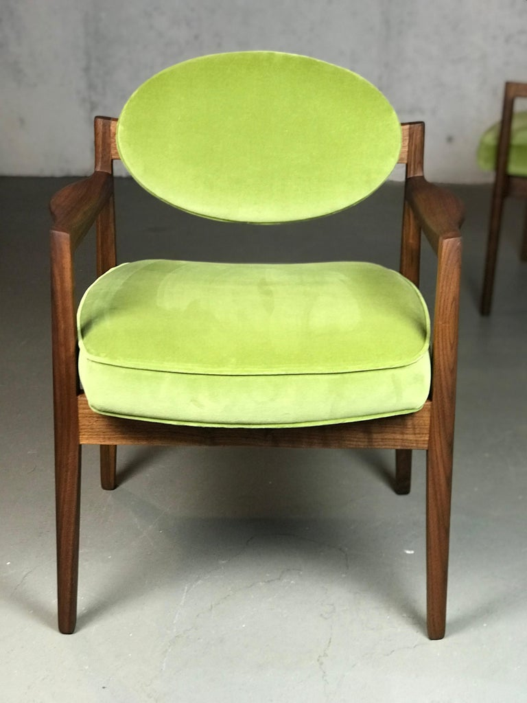 Pair of Walnut Armchairs Designed by Jens Risom, circa 1960s For Sale 2