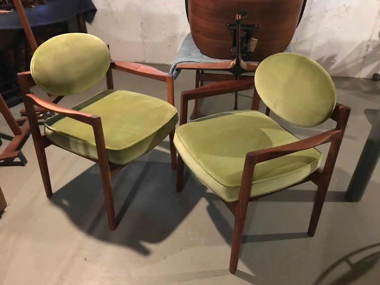 Pair of Walnut Armchairs Designed by Jens Risom, circa 1960s For Sale 9