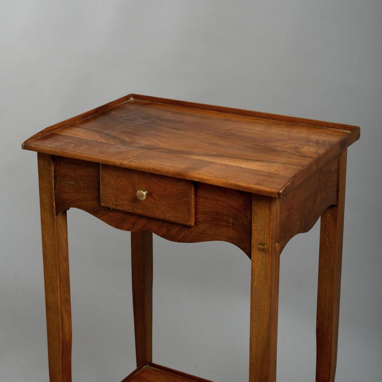 Early 20th Century Pair of Walnut Bedside Tables in the Louis XV Manner For Sale