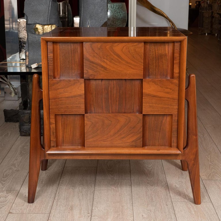 Mid-Century Modern Pair of Walnut Checkered Nightstands / Side Tables For Sale