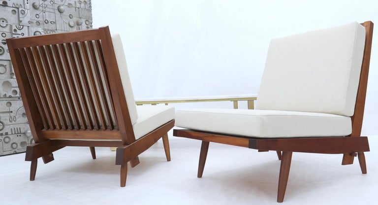 Pair of Walnut Lounge Chairs by George Nakashima In Excellent Condition For Sale In Rockaway, NJ