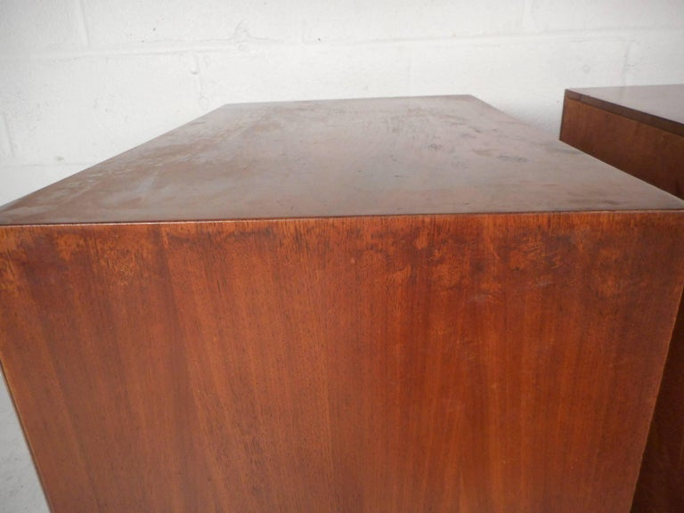 Pair of Walnut Nightstands by American of Martinsville For Sale 10
