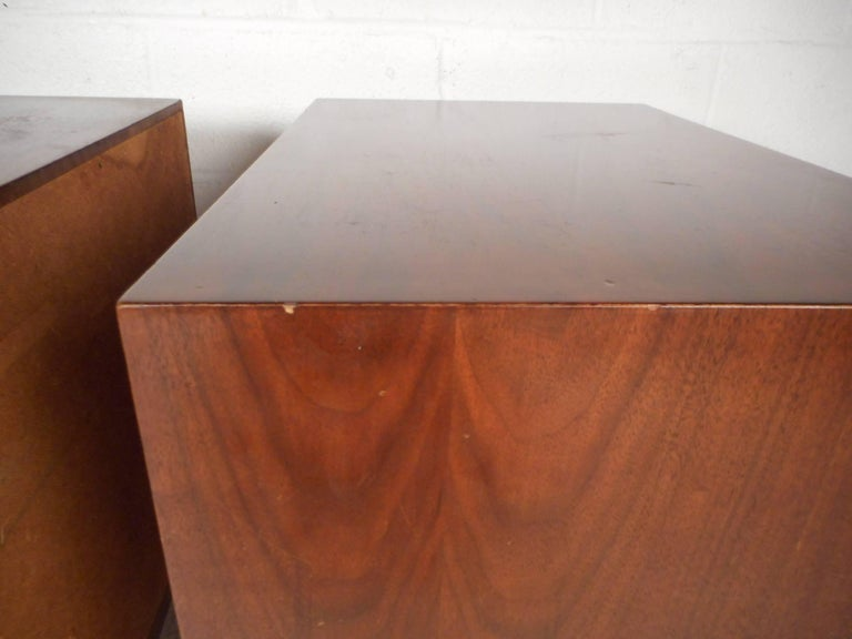 Pair of Walnut Nightstands by American of Martinsville For Sale 11
