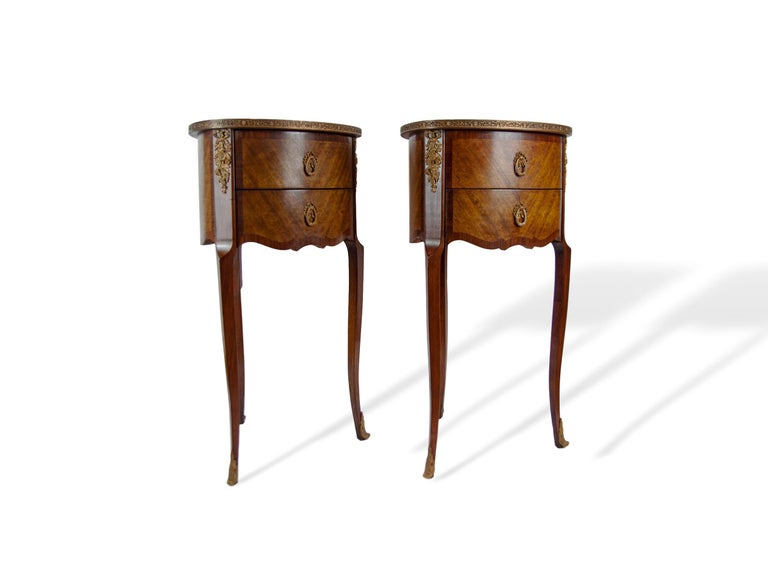 Pair of Walnut Rosewood Cross-Banded Two-Drawer Side Tables, French, circa 1920 In Good Condition For Sale In Banner Elk, NC