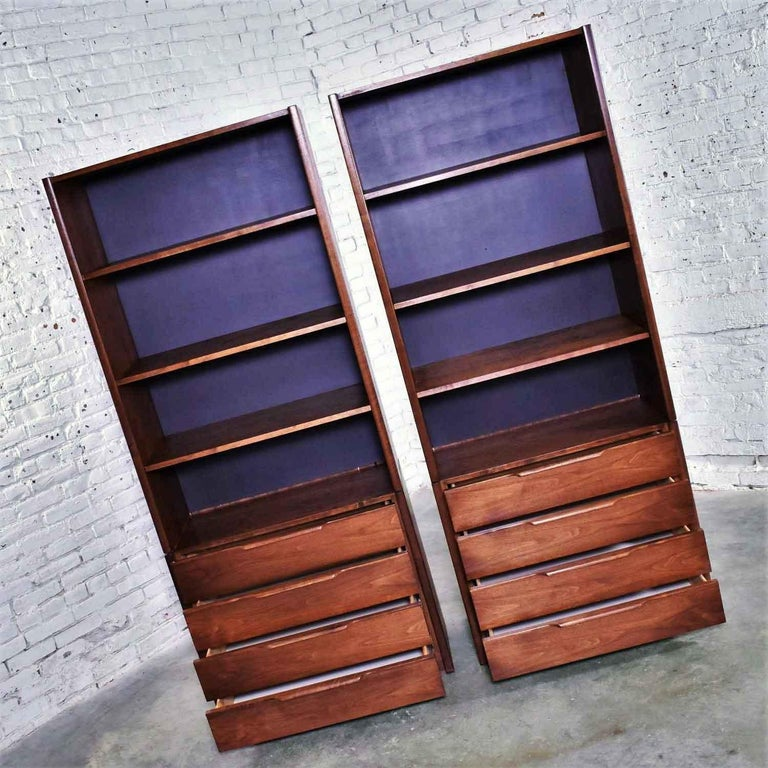 Pair of Walnut Scandinavian Modern Style Bookcase Storage Units by Barzilay Furn In Good Condition For Sale In Topeka, KS