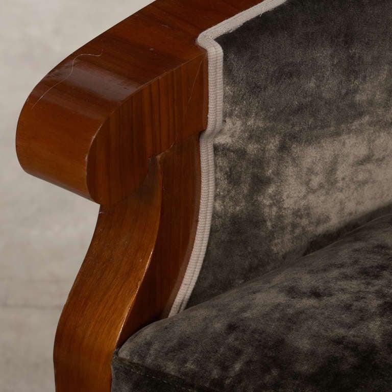 Pair of Walnut Veneered Art Deco Armchairs, Reupholstered with Grey Velvet In Good Condition For Sale In Nordhavn, DK