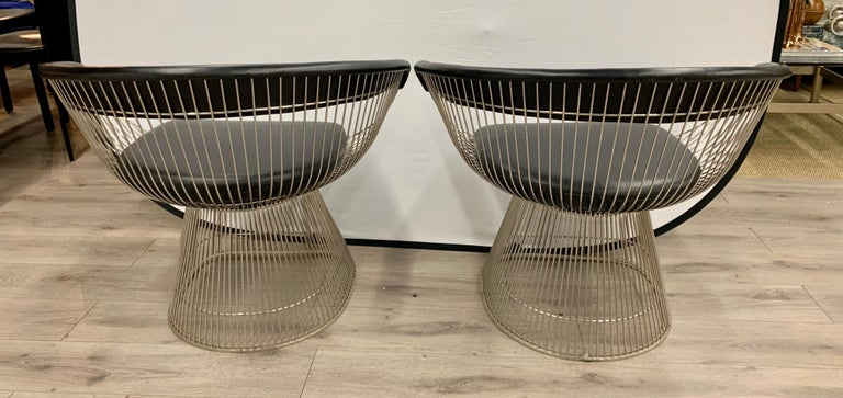 Pair of Warren Platner for Knoll Mid-Century Black Leather and Wire Armchairs In Good Condition For Sale In West Hartford, CT