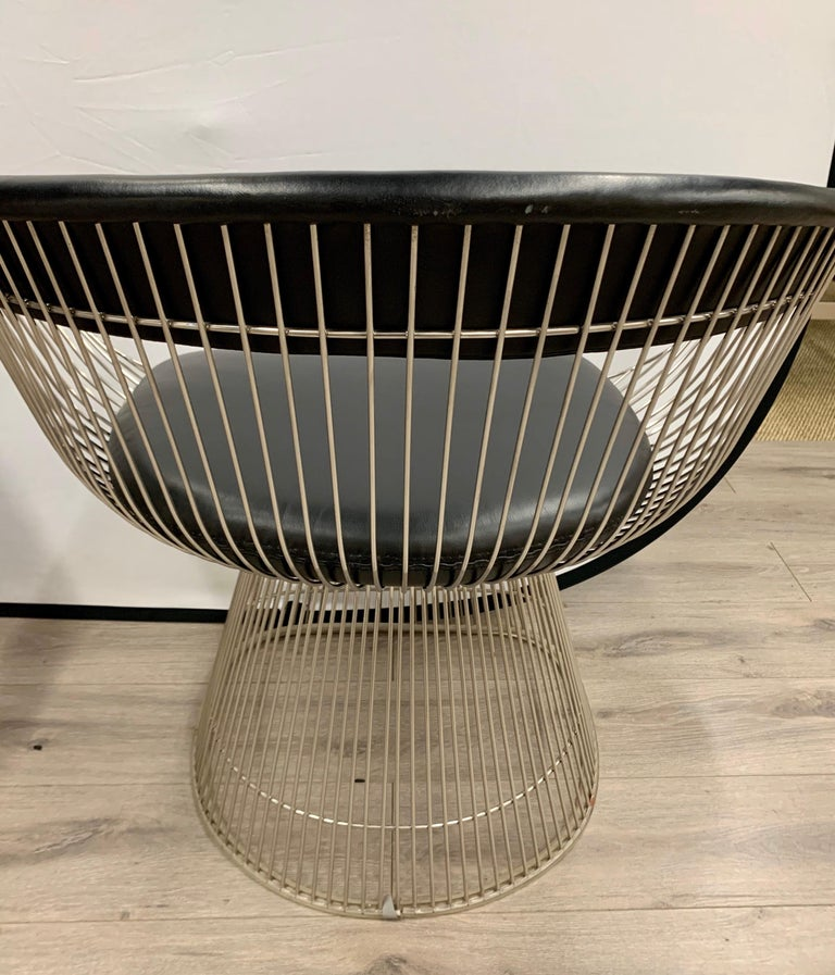 Pair of Warren Platner for Knoll Mid-Century Black Leather and Wire Armchairs For Sale 2