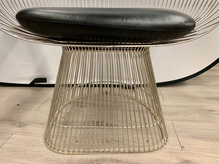 Pair of Warren Platner for Knoll Mid-Century Black Leather and Wire Armchairs For Sale 3