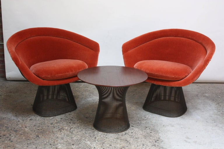 Mid-Century Modern Pair of Warren Platner for Knoll Bronze and Mohair Lounge Chairs with Side Table For Sale