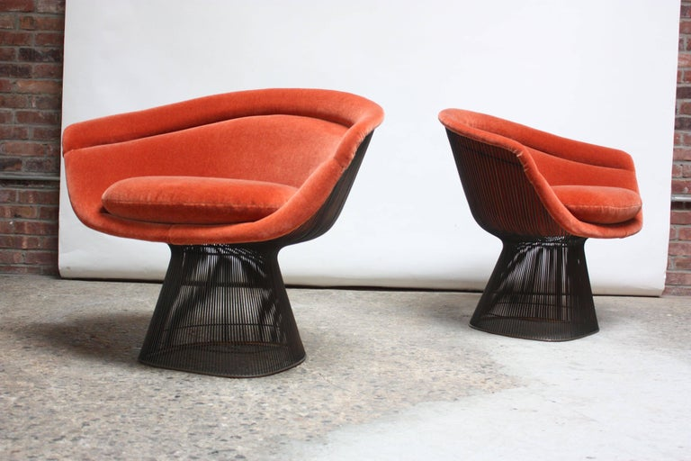 Plated Pair of Warren Platner for Knoll Bronze and Mohair Lounge Chairs with Side Table For Sale