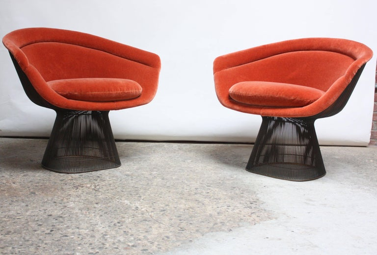 Pair of Warren Platner for Knoll Bronze and Mohair Lounge Chairs with Side Table In Excellent Condition For Sale In Brooklyn, NY