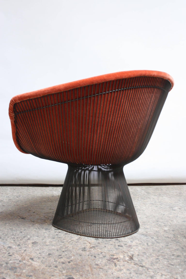 Pair of Warren Platner for Knoll Bronze and Mohair Lounge Chairs with Side Table For Sale 1