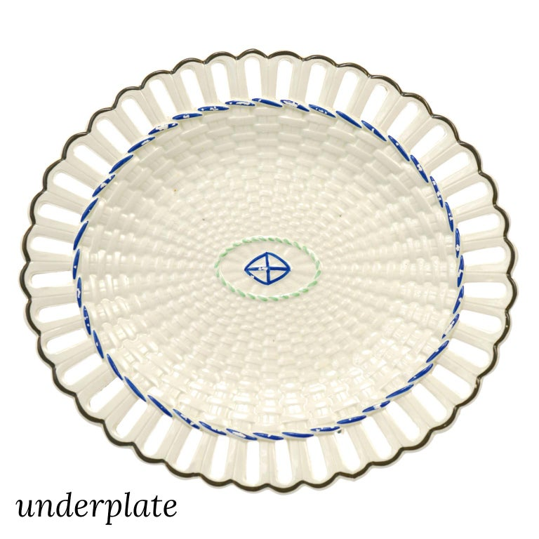 Pair of Wedgwood Creamware Chestnut Baskets and Underplates For Sale 5