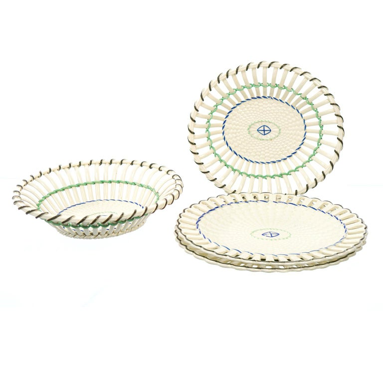 Pair of Wedgwood Creamware Chestnut Baskets and Underplates For Sale 7